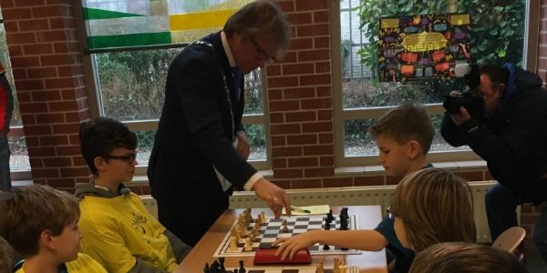Opening Schoolschaak 2017 door Burgemeester Stichtse Vecht